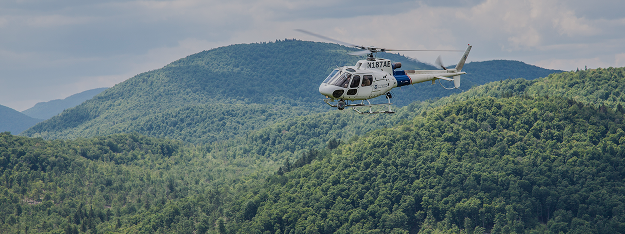 An AS350 aircrew conducts surveillance operations in New York, following the escape of two convicted killers.