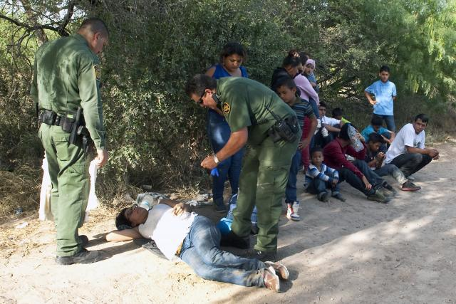 Border Patrol agents provide first aid to woman in distress at southern U.S. border.<em> (Photo by Barry Bahler)</em>