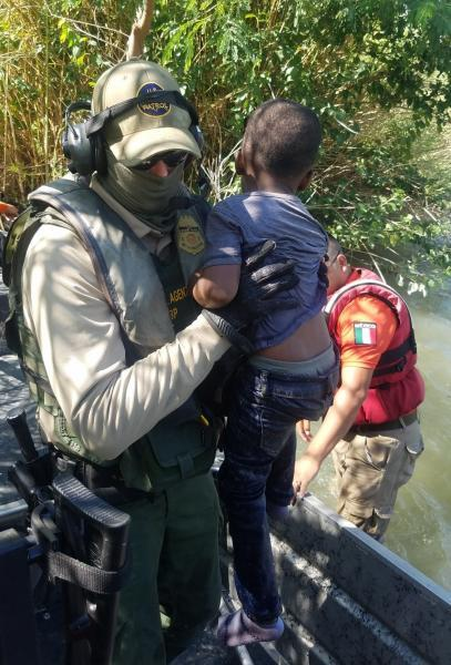 ​​Marine agents, patrolling near the Eagle Pass downtown area rescued six people in recent days.