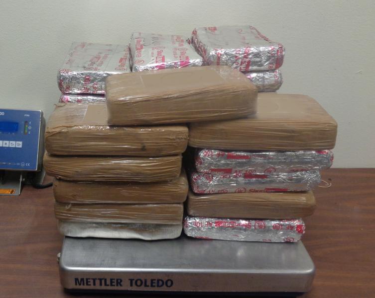 Paquetes que contienen 78 libras de cocaina decomisada por oficiales de CBP en Puente Internacional de Hidalgo