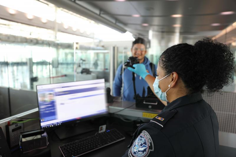 CBP officer using Simplified Arrival