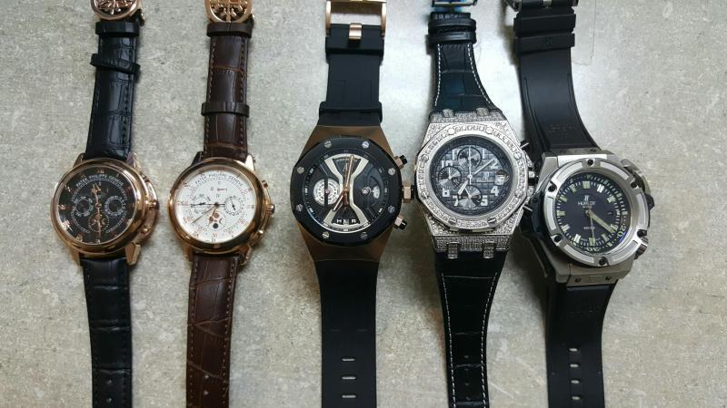 Fraudulent watches with poor quaiity materials are displayed.