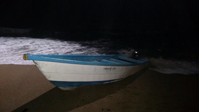 A fiberglass vessel was abandoned at the shore.