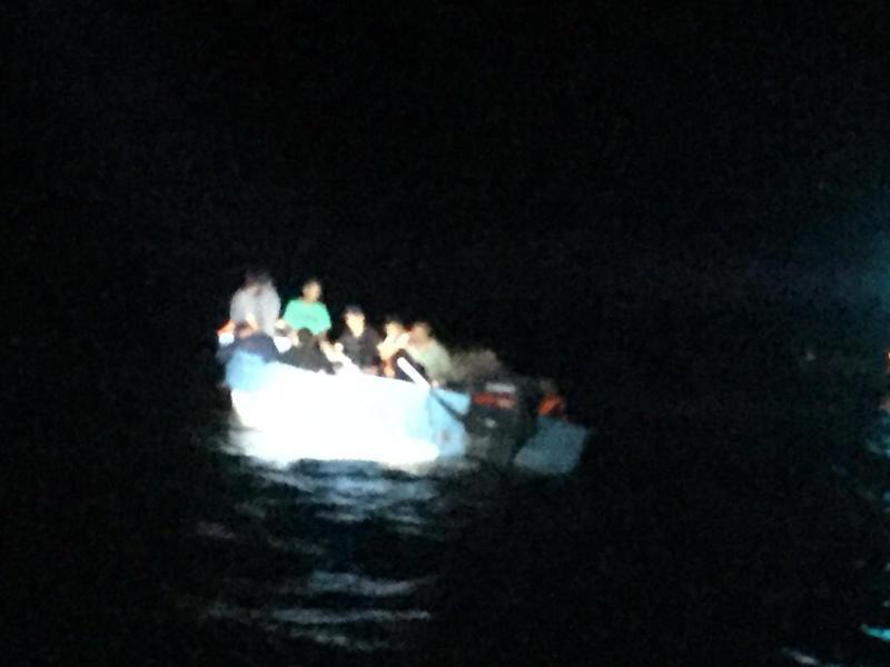 La yola se aventuro en la moche oscura sin luces navegacion.