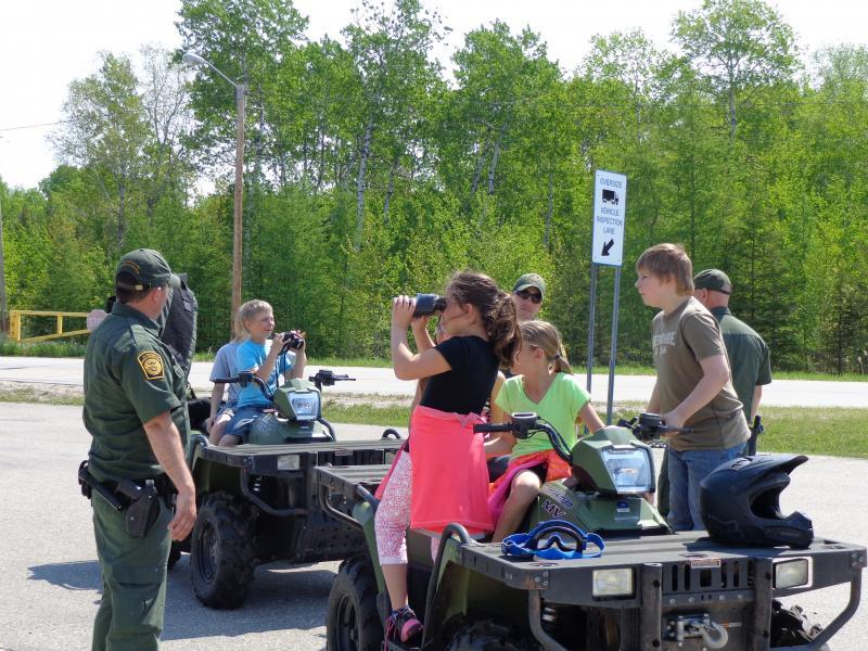 Roseau Grade 4 Students and Warroad Border Patrol Station Staff