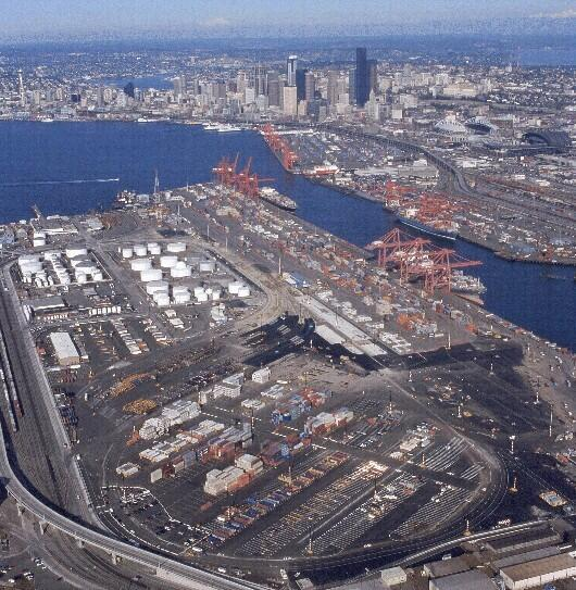 Customs and Border Protection is urging commercial traffic requiring access to the Port of Seattle to expect delays and plan alternate routes during the closure of the Alaskan Way viaduct.