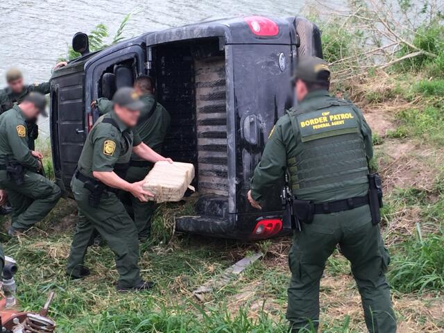 Agents unload mariujuana from overturned pickup