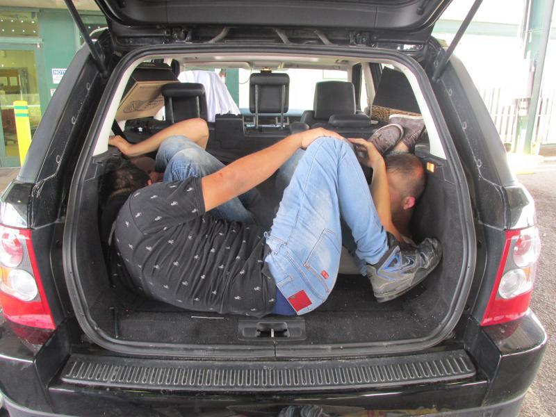 Three illegal immigrants hidden in the back of a Range Rover