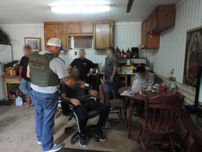 Border Patrol agents encounter 12 aliens in stash house