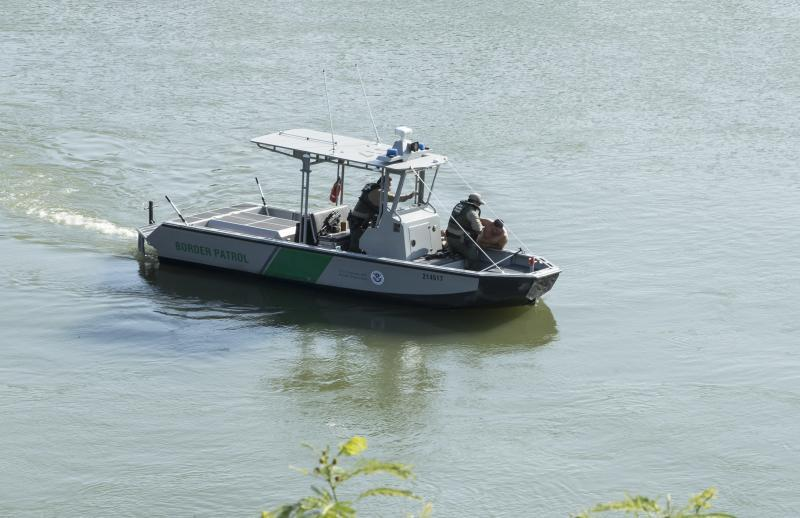 Border patrol agents save man in distress from the Rio Grande